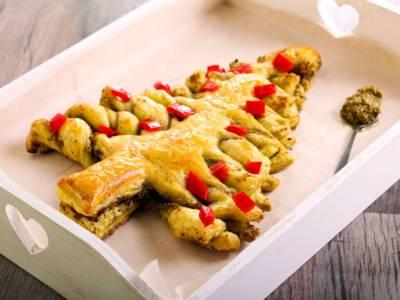 Albero di Natale di pasta sfoglia: un antipasto perfetto per le Feste