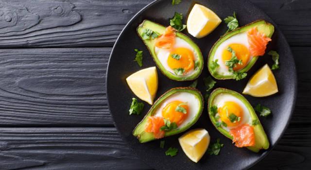 Barchette di avocado e uova: colorate, deliziose e semplicemente meravigliose!