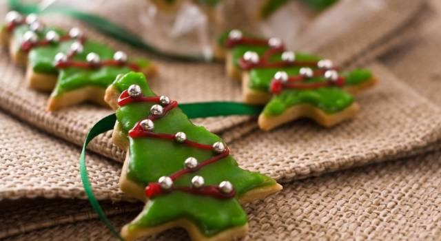 Biscotti di Natale con la glassa: la ricetta dei bellissimi dolcetti natalizi