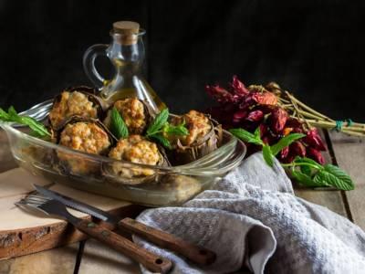 Al forno, in padella, con la carne o senza: ecco come fare i carciofi ripieni!