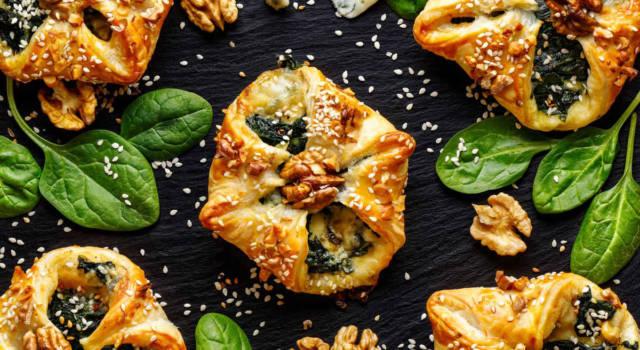 Fagottini di sfoglia ripieni di spinaci, gorgonzola e noci: pronti in mezz'ora!