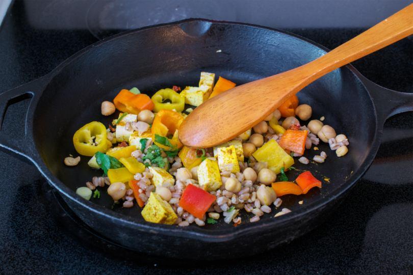 Insalata di farro con ceci e verdure