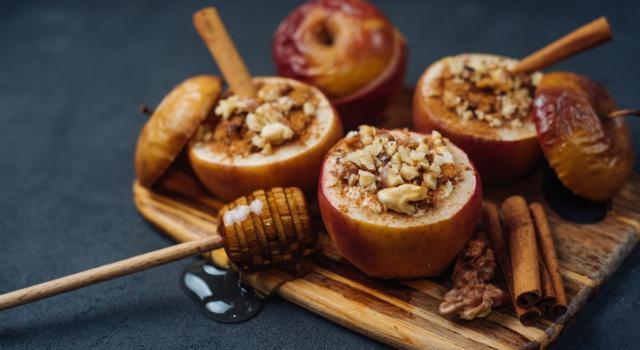 Mele al forno: la ricetta golosa con noci e miele!