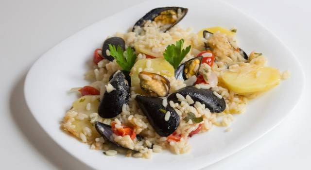 Riso, patate e cozze: il meraviglioso piatto della tradizione pugliese