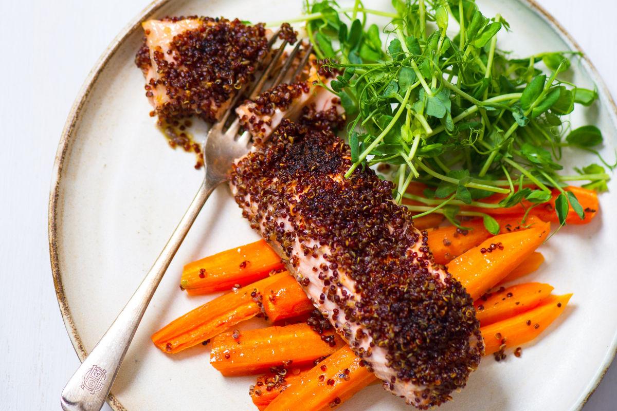 Salmone in crosta di quinoa