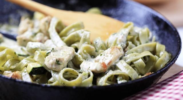 Tagliatelle verdi con verdure: che buono questo primo piatto!