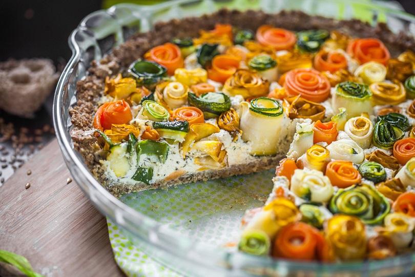 Torta di rose salata con verdure: perfetta da servire come piatto unico!