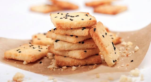 Avete mai provato i biscotti salati senza glutine? Sono perfetti per l'aperitivo