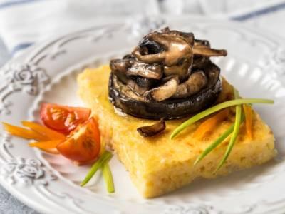Ricetta della polenta al forno, un piatto unico saporito