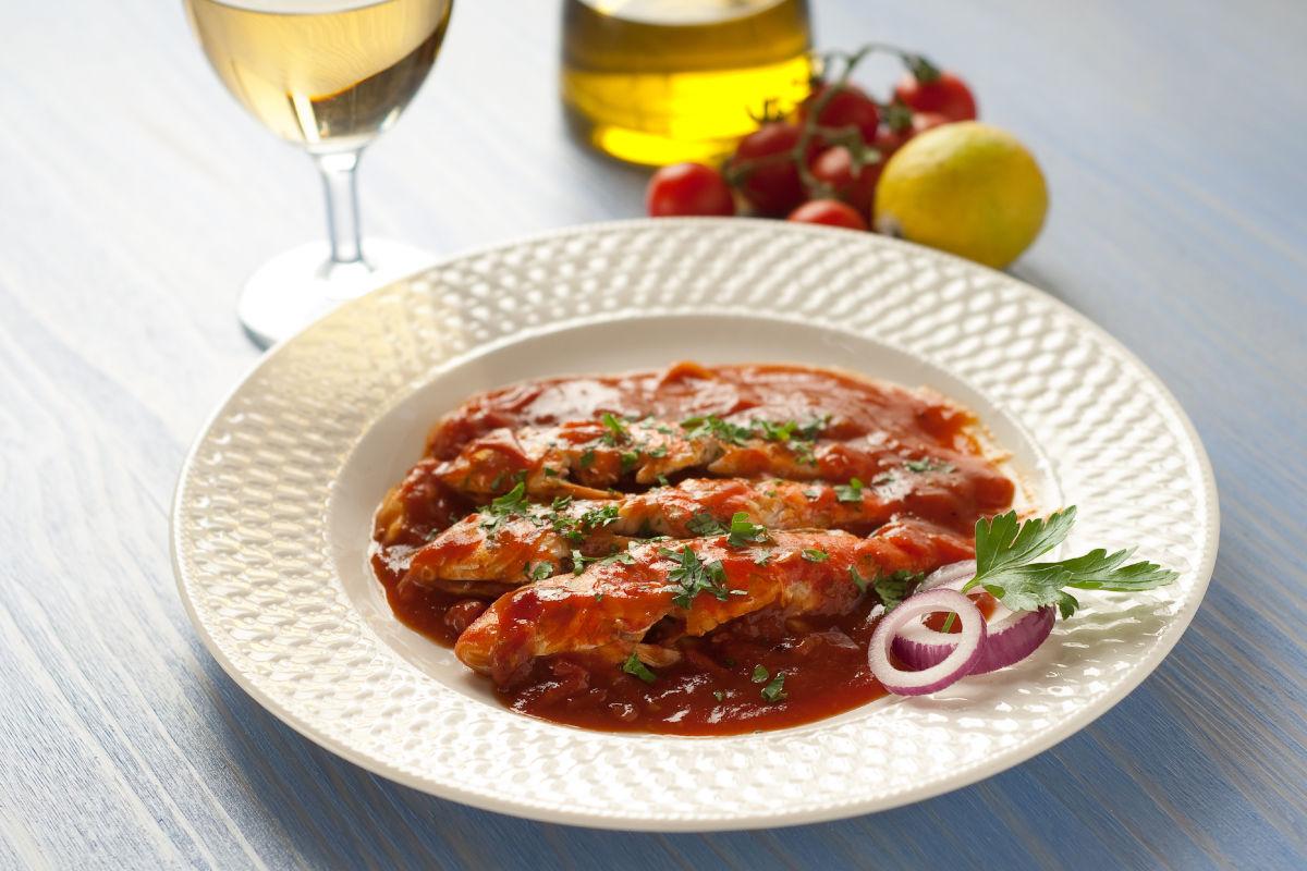 Triglie alla livornese la ricetta tipica della cucina toscana for Ricette in cucina