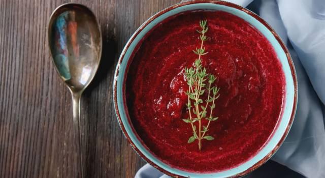 Particolare e scenografica zuppa di barbabietole rosse: ecco la ricetta!