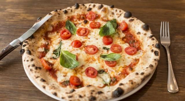 Ecco come fare la pizza in casa: la ricetta per una serata all'insegna del gusto!
