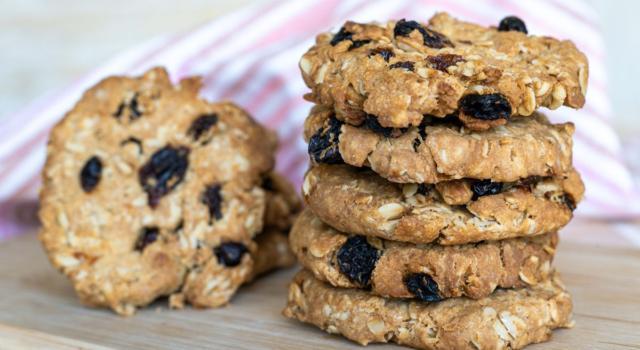 Biscotti senza zucchero con cereali e frutta: ecco come preparali
