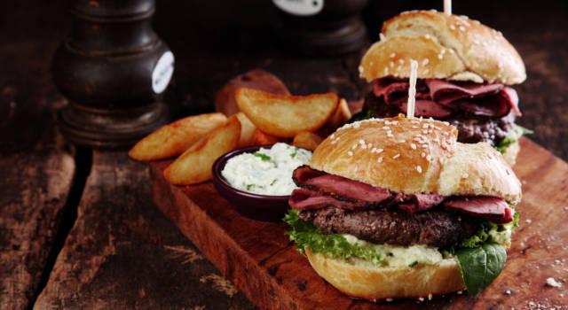 Prepariamo insieme l'hamburger, il piatto unico più buono che c'è!