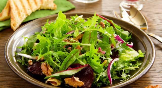 Ricetta dell'insalata di bietole con rape e noci: un contorno facile e di stagione!