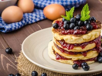 Ottimi per una colazione leggera, vediamo come preparare i pancake senza burro