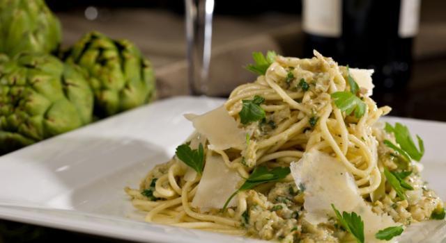 Pasta con pesto di carciofi: un piatto da leccarsi i baffi!