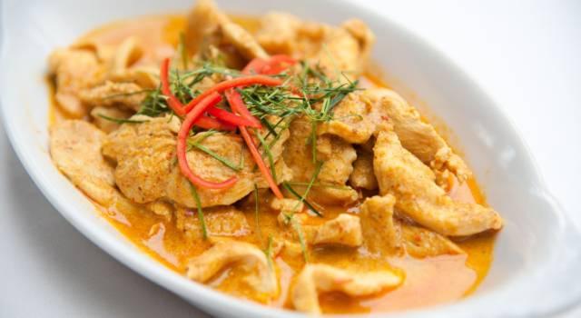Rivisitiamo una ricetta etnica: ecco il pollo al curry light