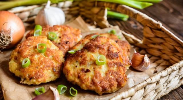 Polpette di porri e patate al forno: una tira l'altra!