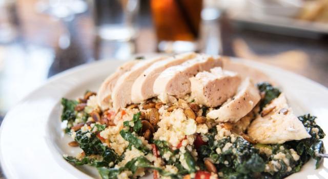 Quinoa stufata, un piatto unico con spinaci e tacchino!