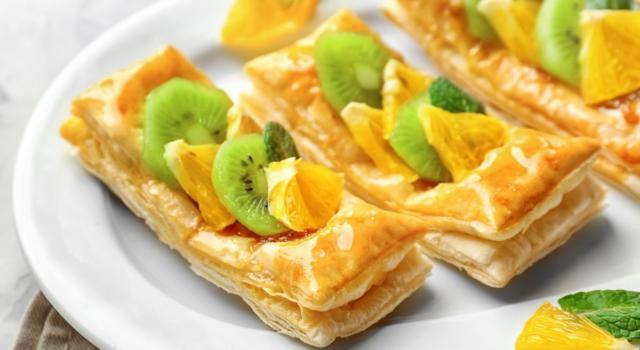 Sfogliatine con frutta fresca e marmellata: un dolcetto facile e veloce