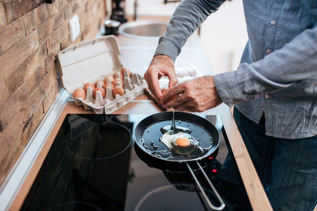 Preparare uova al tegamino