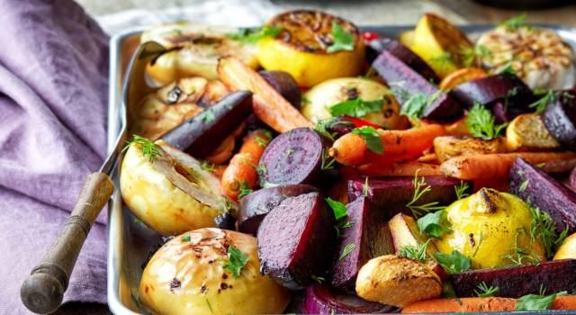 Saporito contorno di patate e barbabietole rosse al forno: ecco la ricetta!