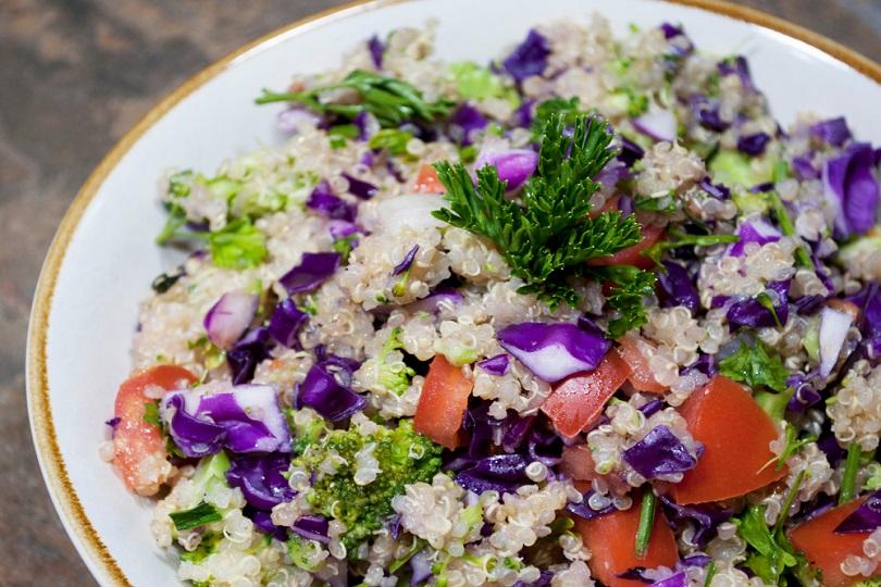 Come cucinare la quinoa con pomodori cavolo viola e broccoli for Cucinare broccoli