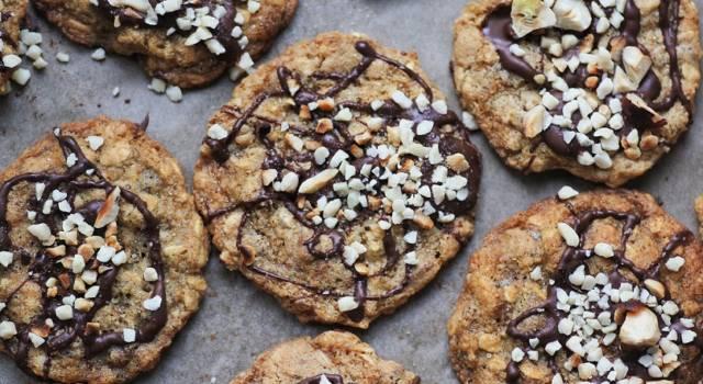 Deliziosi cookies vegani, i biscotti con gocce di cioccolato