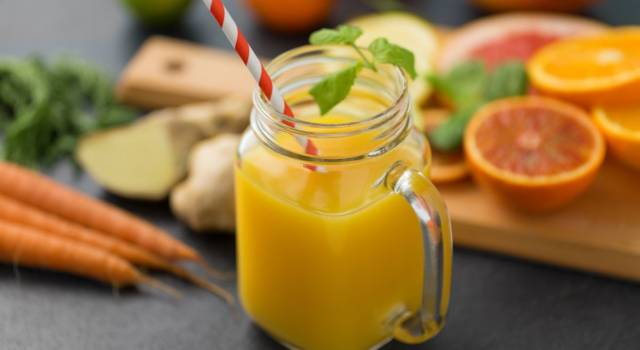 Frullato di carote e zenzero: la ricetta detox