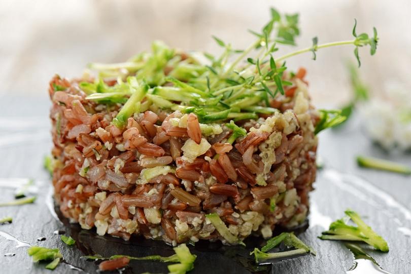 Insalata di riso rosso con zucchine