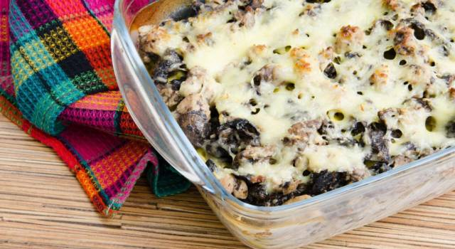 Buonissime lasagne gratinate con spinaci funghi e salsiccia: ecco come prepararle!