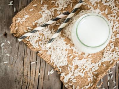 Latte vegetale: ecco come farlo in casa (di soia, di riso, di mandorle…)