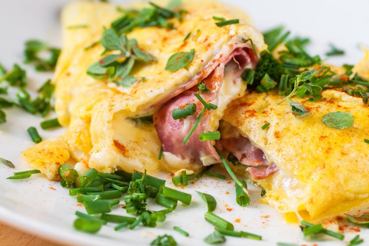 Omelette ripiena prosciutto e formaggio