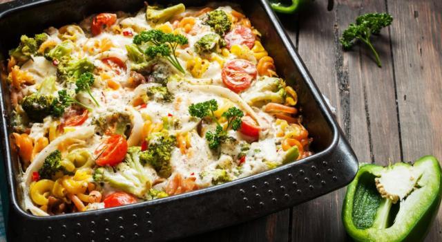 Pasta al forno con verdure miste e besciamella: un primo davvero squisito!