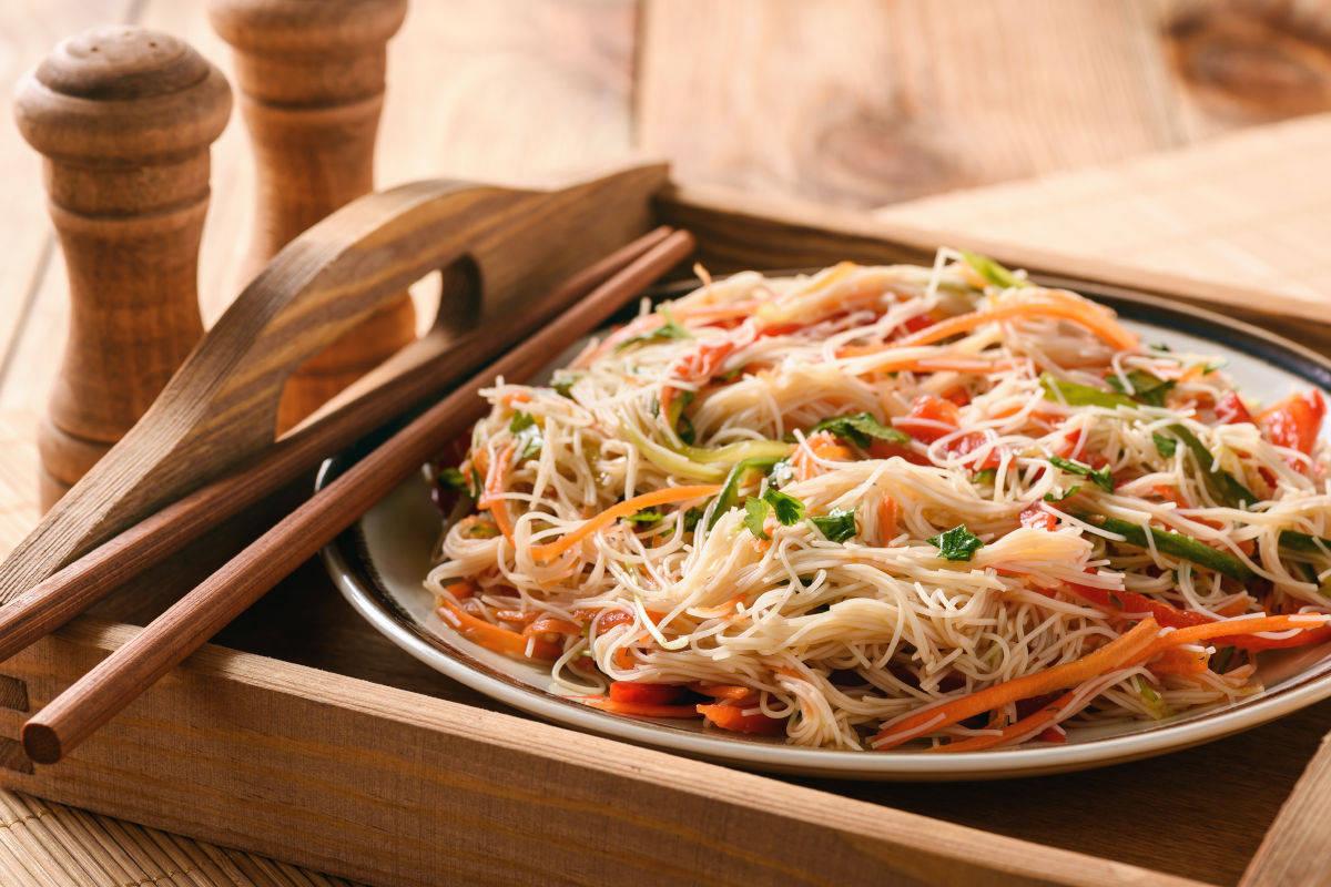 Pasta di riso con verdura