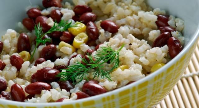 Un piatto delizioso: riso e fagioli azuki rossi al profumo di aneto