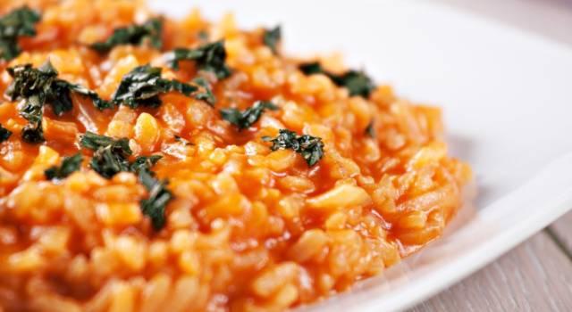Come fare il risotto al pomodoro, un primo piatto facile ed economico