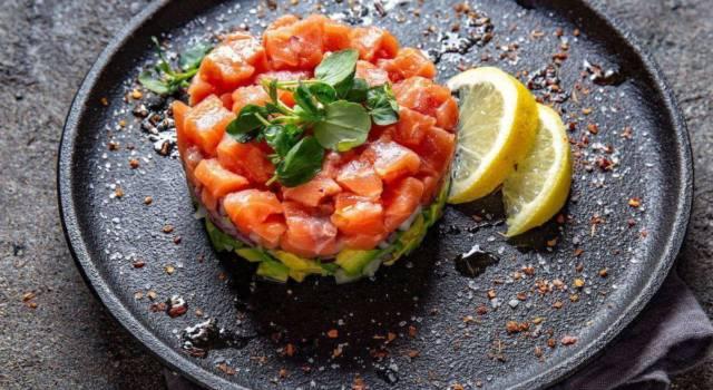 Tartare di salmone, avocado e lime: un piatto per gli amanti del pesce crudo!