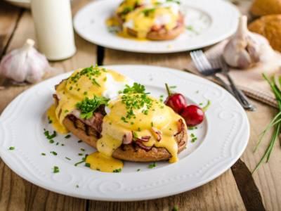 Come fare l'uovo alla Benedict, un piatto della tradizione americana