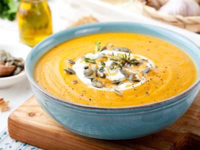 La vellutata di zucca è il piatto autunnale per eccellenza! La ricetta e tutte le varianti
