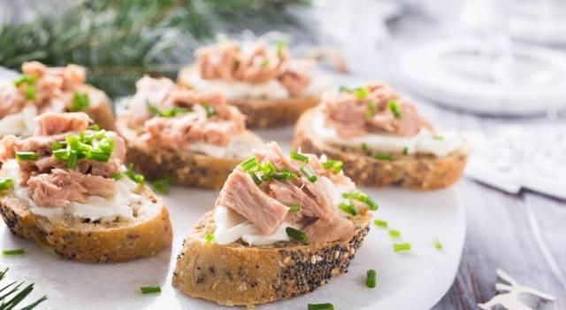 Bruschetta con tonno: la ricetta per finger food salati e senza glutine