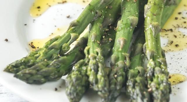 Come fare gli asparagi saltati in padella: un contorno semplicemente delizioso