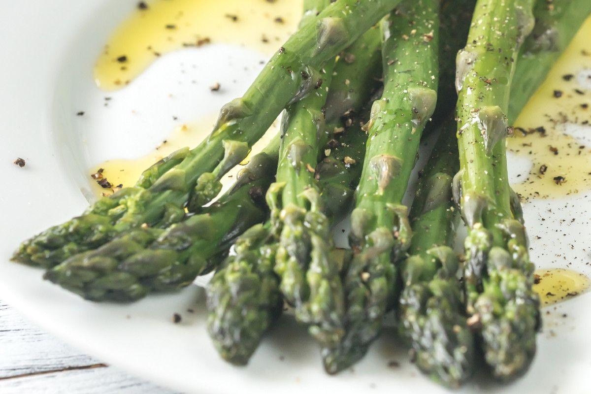 Ricetta Asparagi Verdi In Padella.Come Fare Gli Asparagi In Padella Pronti In Pochissimi Minuti
