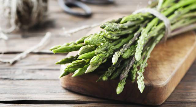 Tutto sugli asparagi selvatici (quelli sottili): come pulirli e cucinarli al meglio