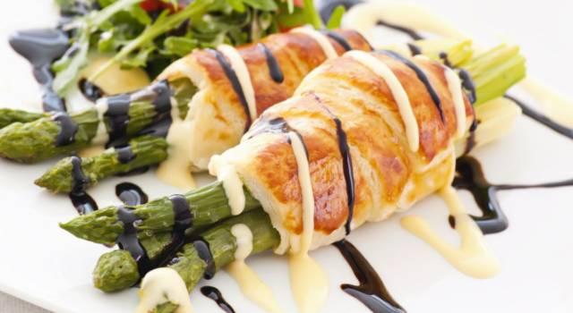 Deliziosi involtini di pollo con asparagi e aceto balsamico