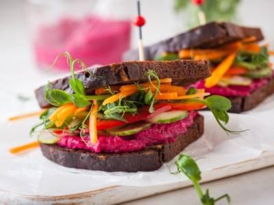 Come preparare un ottimo sandwich vegano: perfetto per un pranzo veloce!