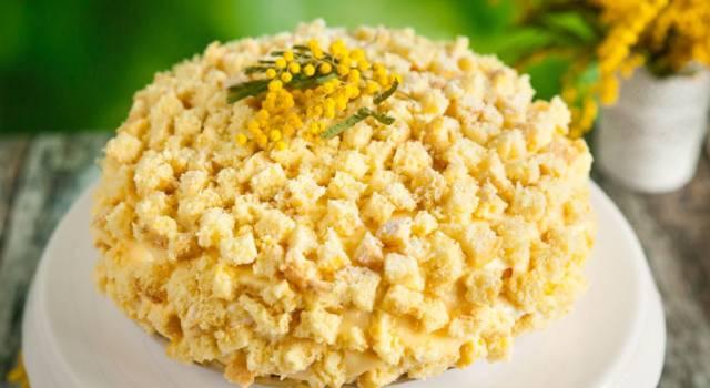 Facciamo la torta mimosa, il dolce soffice simbolo della festa della donna