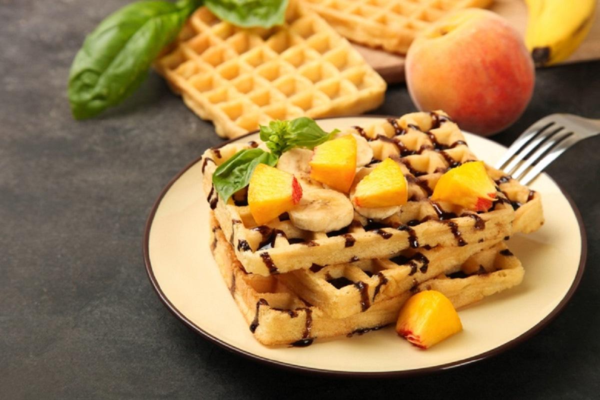 waffle con frutta e cioccolato