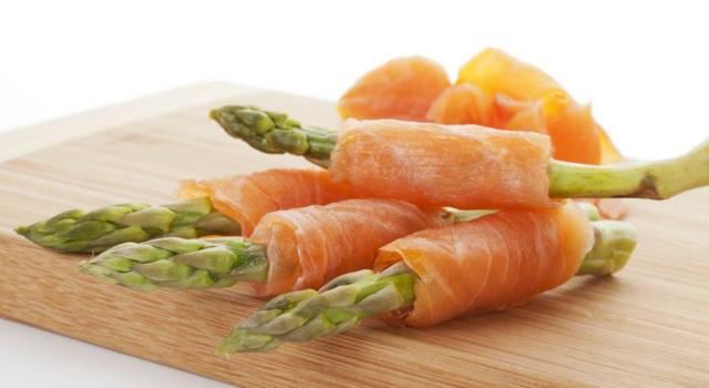 Involtini di salmone affumicato e asparagi: un antipasto sfizioso!
